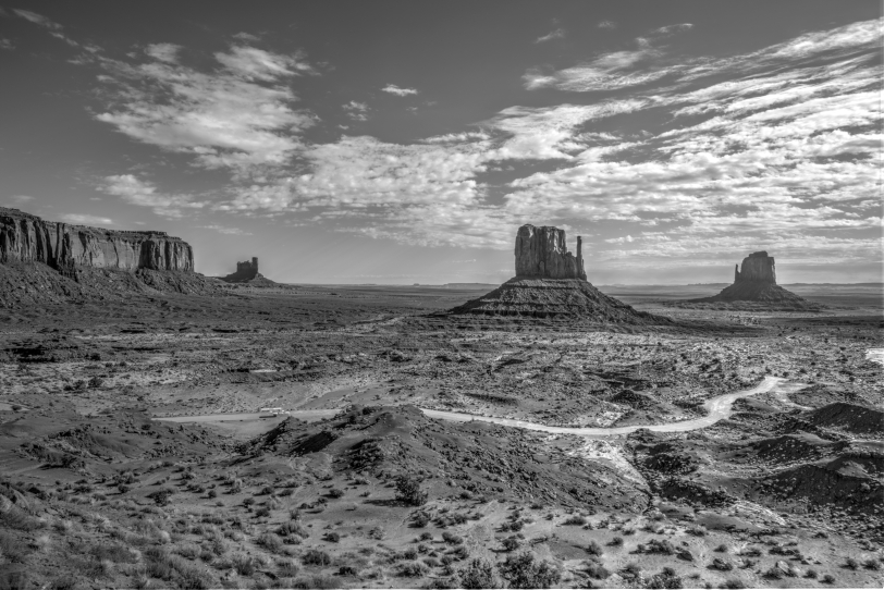 monument-valley-hdr-bw